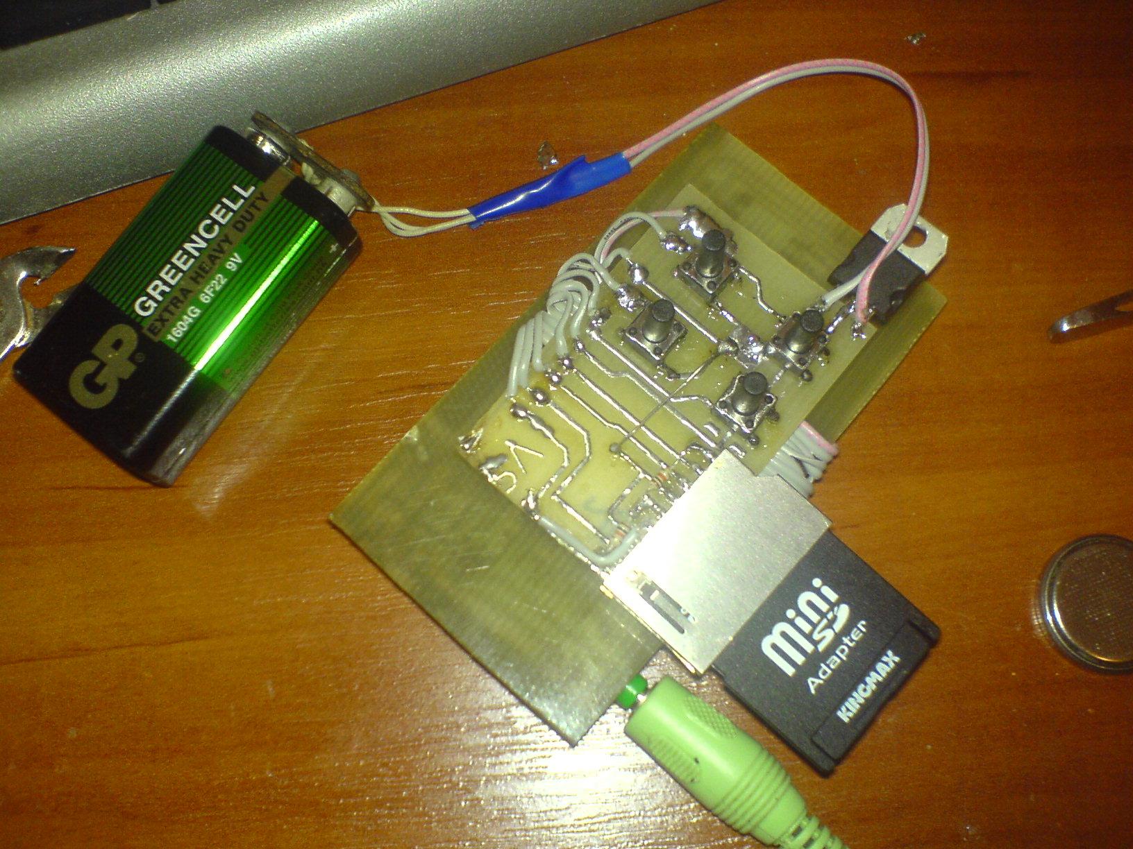 В плеере можно применять карты памятити SD или ММС, объемом не более ОДНОГО ГИГАБАЙТА!